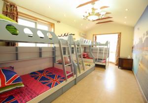 Vyřešte malý prostor dvoupatrovou postelí